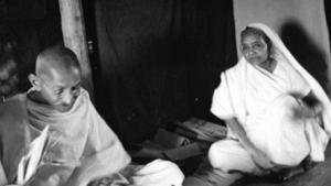 Siragu Kasturba-Gandhi1